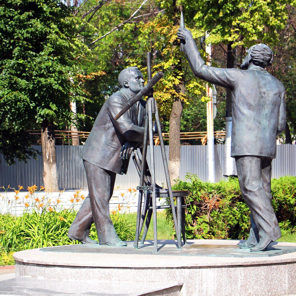 Памятник Королёву и Циолковскому